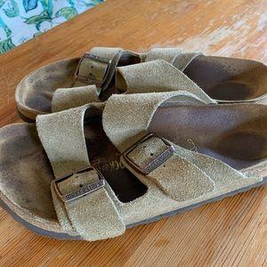 Birkenstock's sandals size 39 EUC Arizona Suede